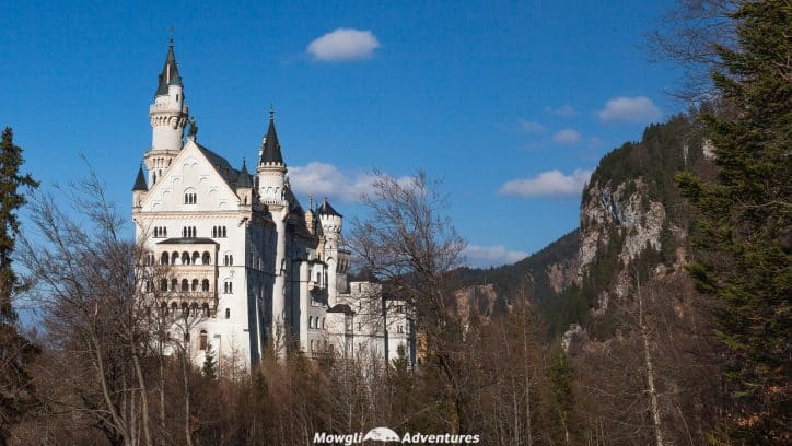 Visiting Neuschwanstein Castle tips, guide and facts - The most important tips, facts and guide you need before you visit Neuschwanstein Castle in Germany. Read the full article here: //mowgli-adventures.com/visiting-neuschwanstein-castle/