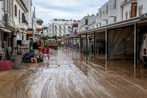Albufeira remains open for business