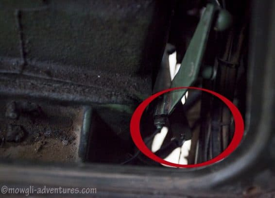 the inconvenience of a Unimog broken throttle cable