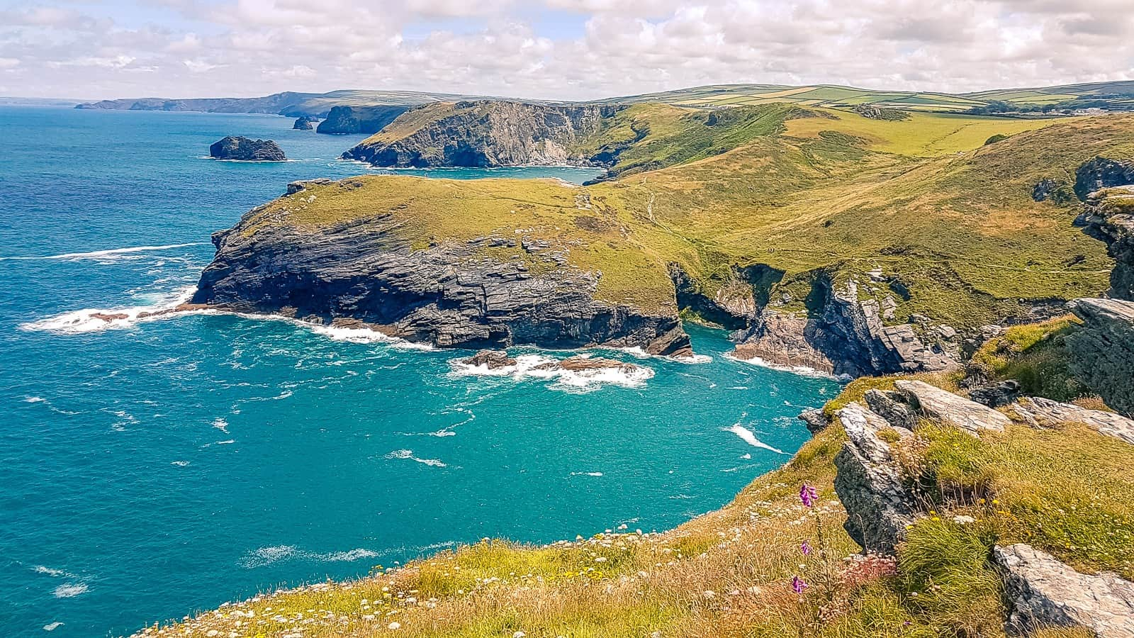 Looking for a perfect Cornish day trip? Or to soak up some of the finest and most dramatic seaviews in the county? Then Tintagel, perched on the cliffs of the north Cornwall coast, is just what you're looking for. Our guide will show you exactly how to spend a day in Tintagel (or even longer), alongside our recommendations for things to do in Tintagel, where to eat and where to stay. It really is the perfect Cornish day trip! #Cornwall #Tintagel Read the full article here: //mowgli-adventures.com/things-to-do-in-tintagel-day-trip/