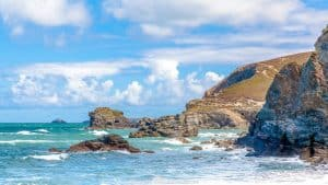 Cornwall's rugged coastline is wild & full of hidden coves. Real hidden gems! Here's our list of the 7 coolest coves in Cornwall to visit on a UK road trip.