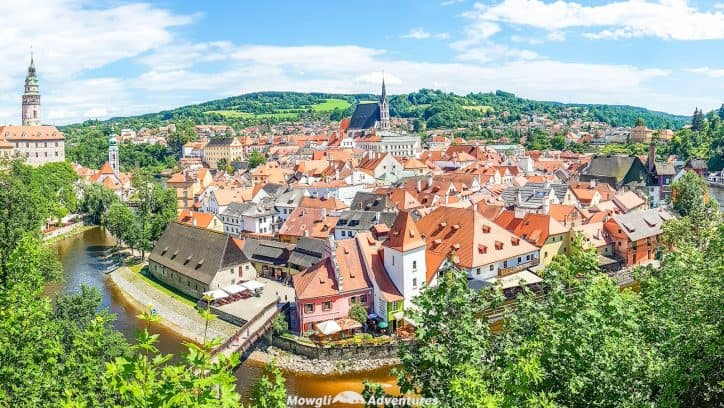 I wish I'd known just what a tourist trap Cesky Krumlov is. If you're not one for tourist traps either, here's how to enjoy Cesky Krumlov.