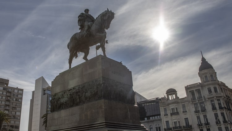 Statue of Artigas on his mausuloeum in Independence Square, Montevideo