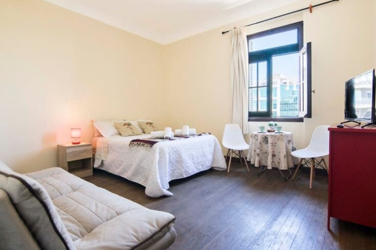 Studio in Palacio Salvo on Plaza Independencia | £50 | $63
