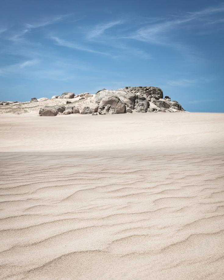 Cerro de la Buena Vista - a rocky outcrop in the sand dunes