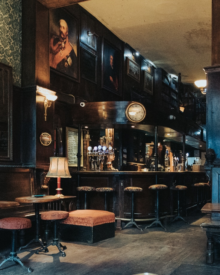 Have a pint in an English pub