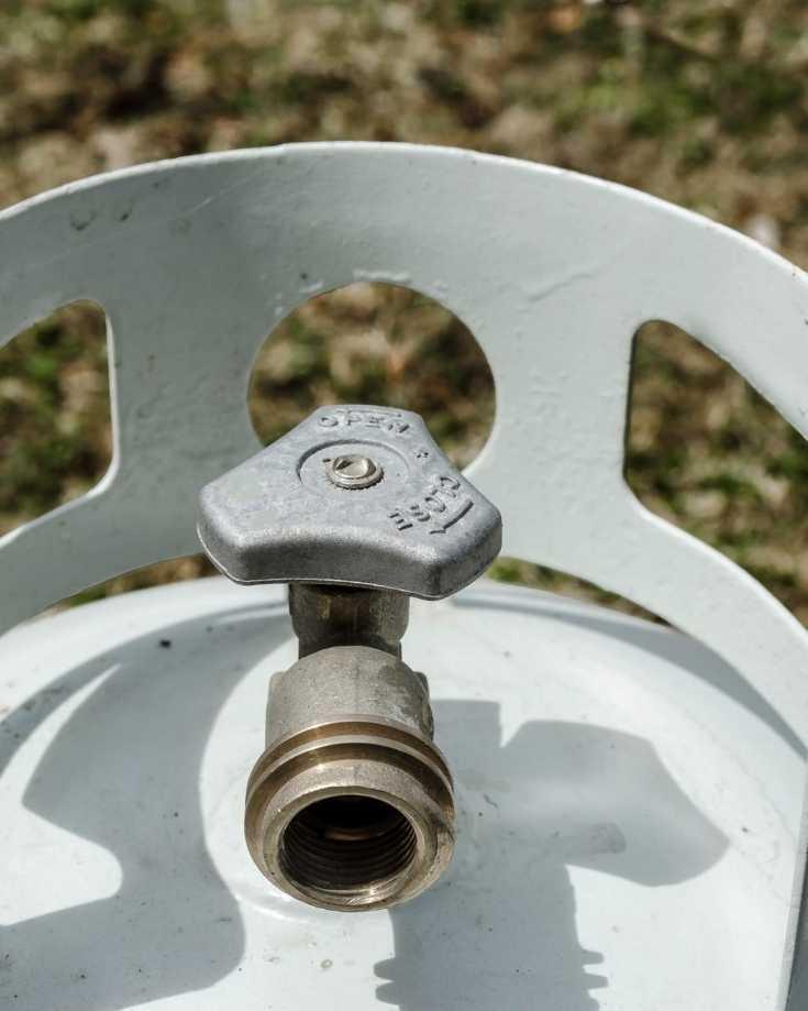 Gas regulator on bottle